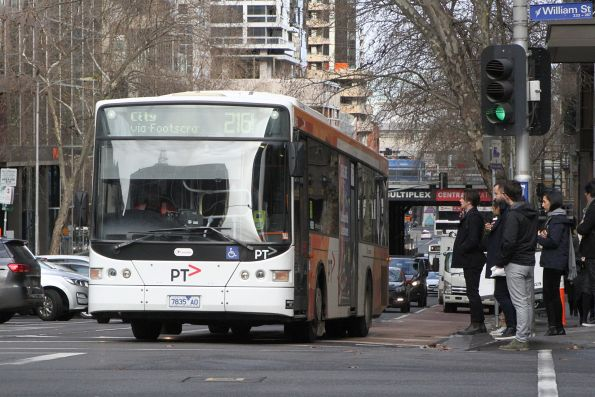 Transdev bus 7835AO heads east on route 216 at Lonsdale and William Street
