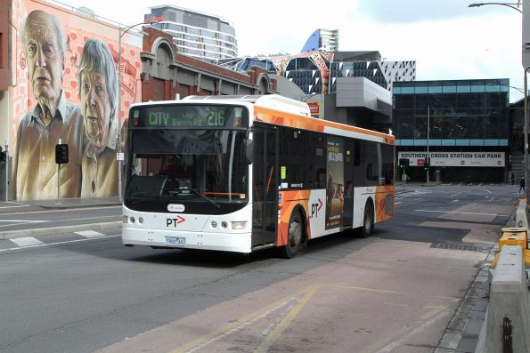 Transdev bus #402 5901AO on route 216 at Lonsdale and Spencer Street