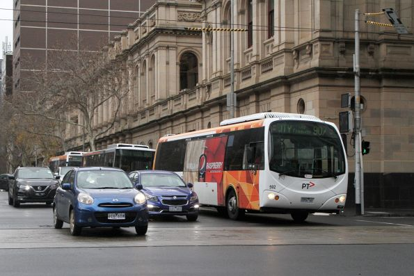 Transdev bus #592 6856AO heads west on route 907 at Lonsdale and William Street