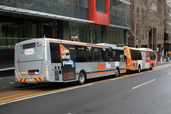 Transdev bus #569 6337AO heads west on route 906 at Lonsdale and William Street