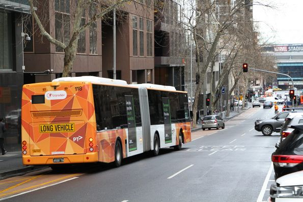 Transdev articulated bus #118 BS00TB heads west out of service at Lonsdale and William Street