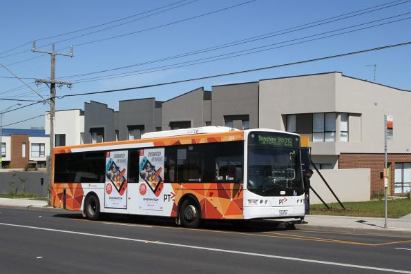 Transdev bus #424 7824AO on route 219 along Wright Street, Sunshine