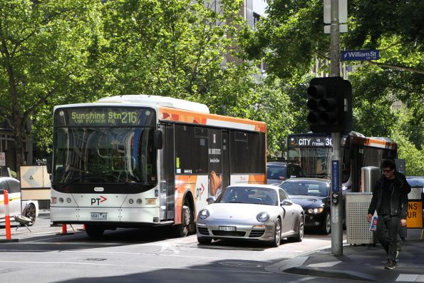 Transdev bus #441 9041AO heads west on route 216 at Lonsdale and William Street