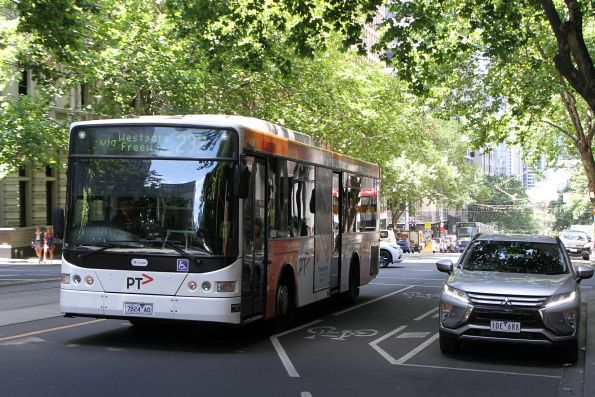 Transdev bus #424 7824AO on route 232 at William and Little Collins Street