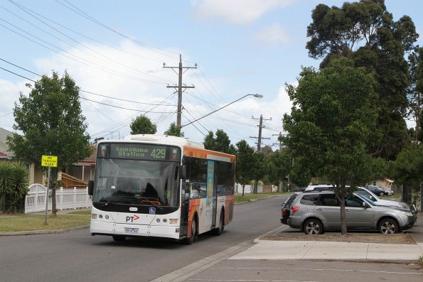 Transdev bus #414 5914AO on route 429 in Sunshine South