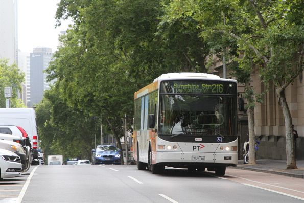 Transdev bus 7826AO heads west on route 216 at Lonsdale and William Street