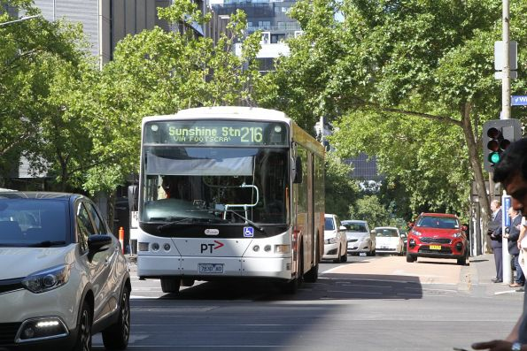 Transdev bus 7830AO heads west on route 216 at Lonsdale and William Street
