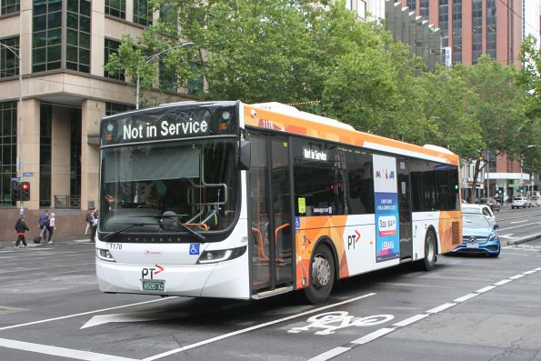 Transdev bus #1176 BS05AZ does a hook turn at William and Lonsdale Street
