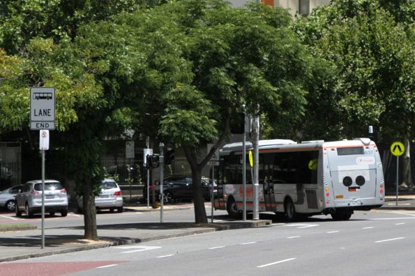 Transdev bus #637 7260AO on route 907 at Victoria Parade and Spring Street