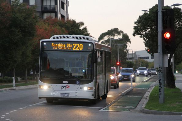 Transdev bus #994 9100AO on route 220 along Hampshire Road, Sunshine