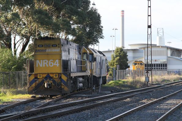 G530 leads NR64 light engine to the UGL Rail facility at Spotswood