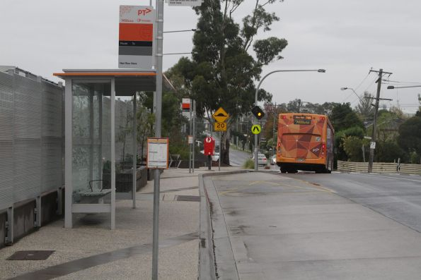 Ventura #1002 9107AO on a route 735 service departs Nunawading station