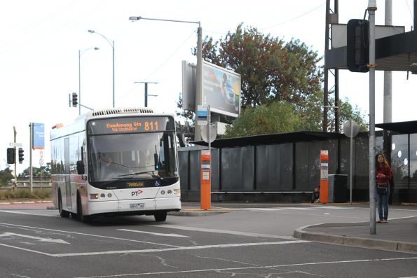 Ventura 8873AO on route 811 at Moorabbin station