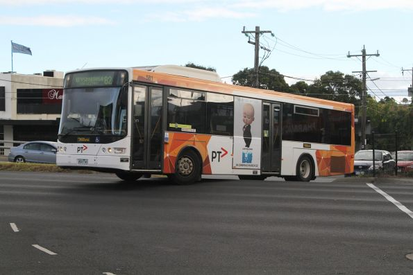 Ventura bus #581 4523AO on route 824 approaches Moorabbin station
