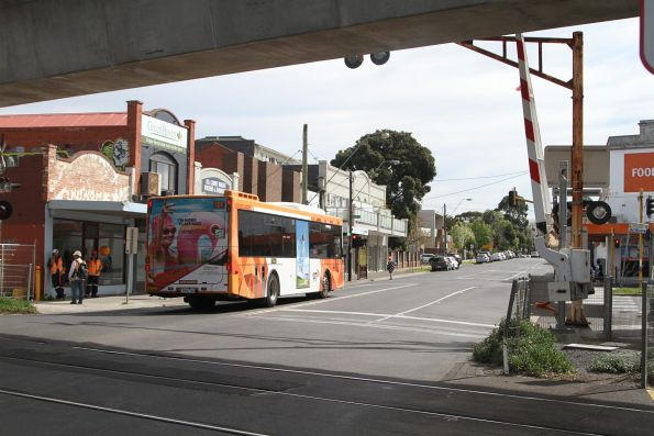 Ventura bus #611 7800AO northbound on route 822 along Murrumbeena Road, Murrumbeena
