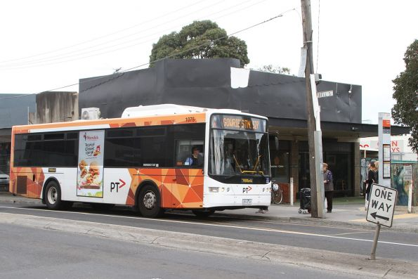 Ventura bus #1075 2814AO on route 527 at Coburg station