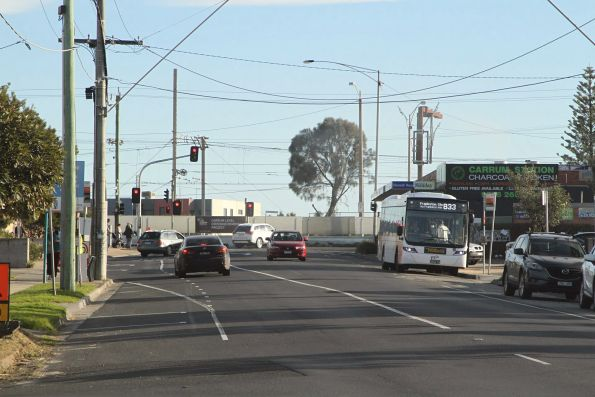 Ventura bus BS04XH on route 833 at Carrum station