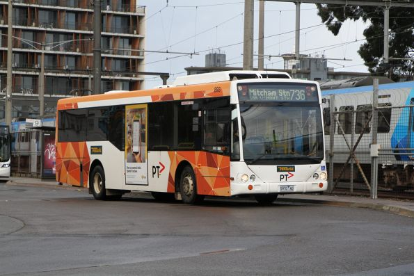 Ventura bus #893 5970AO on route 736 at Glen Waverley station