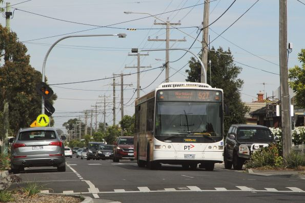 Ventura bus #989 8271AO on route 527 along Ohea Street, Coburg