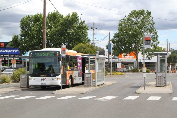 Ventura bus 5951AO on route 670 at Lilydale station