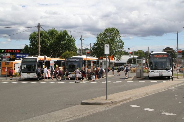 Ventura buses 5960AO on route 677 alongside BS02ZD on route 679 and McKenzie's bus BS04QU on route 685 at Lilydale station