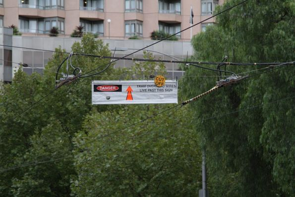 Overhead power isolated near the corner of Victoria and La Trobe Streets