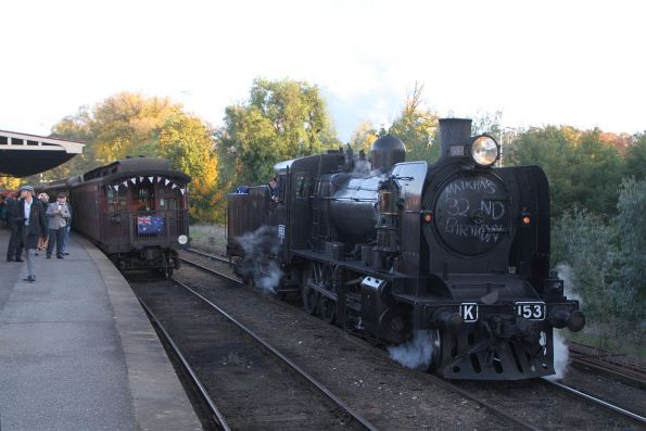 K153 runs around the train at Castlemaine