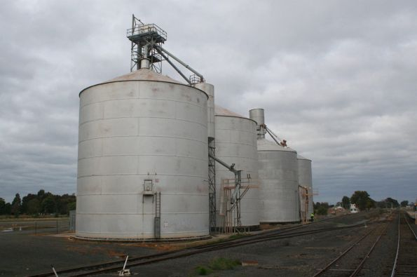 Murchison East: Ascom silo in front of a Murphy silo