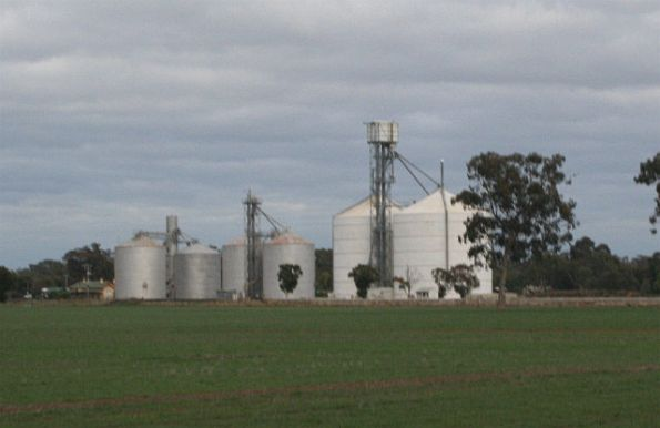 Murchison East from L to R: Murphy silo with annex, Ascom, and a Jumbo unit