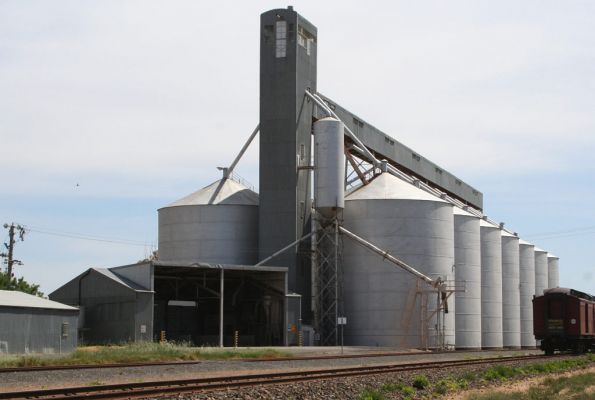 Large silo complex at the Wycheproof GEB sidings
