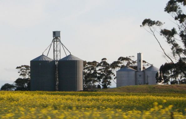 Berrybank L to R: Aquila and Murphy silos