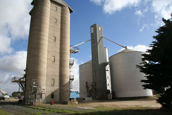 Westmere: Three cell Geelong type silo with steel Ascom behind