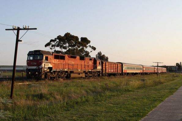 N451 leads the evening down Shepparton train with a FN set and D van