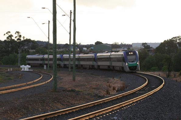 VLocity VL10 and two classmates arrive into Bacchus Marsh on the up