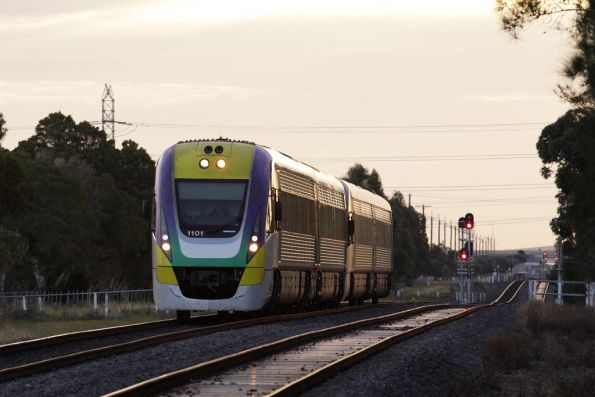 VL01 on the up leaves Ardeer behind