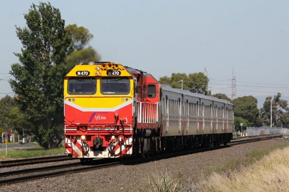N470 and a VSH set on a down Bacchus Marsh service near Ardeer