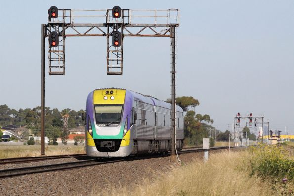 3VL27 on a down Ballarat service outside Deer Park
