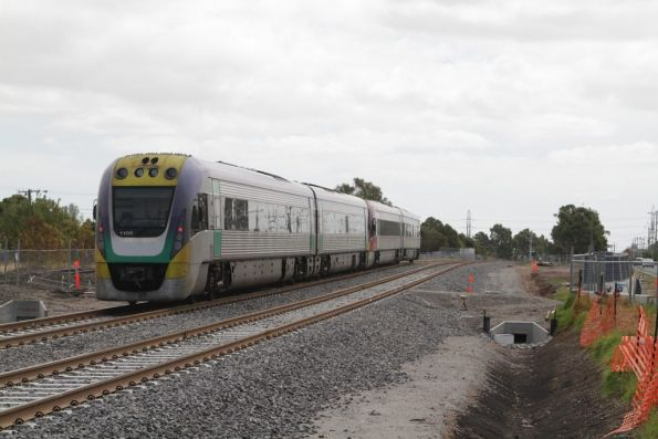 VL05 trails, as the Ballarat line slews back onto the original alignment at Anderson Road, Sunshine