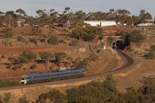 Up service heads through the Parwan Curves outside Bacchus Marsh bound for Melbourne