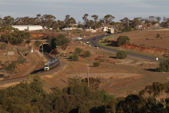 Up service heads through the Parwan Curves bound for Bacchus Marsh