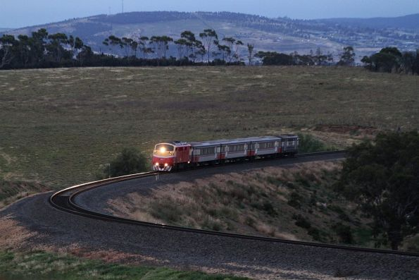 A66 leads an up Bacchus Marsh commuter service through the curves at Parwan