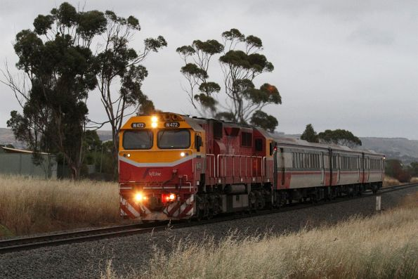 N472 leads a 3-car Bacchus Marsh commuter service into Parwan Loop