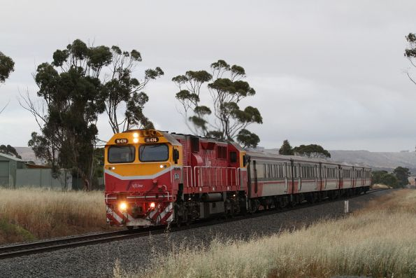 N474 leads a 6-car Bacchus Marsh commuter service into Parwan Loop