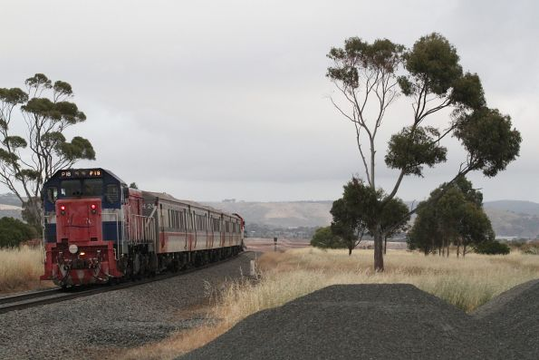 P18 trails a down empty car push-pull train out of Parwan Loop, bound for Bacchus Marsh