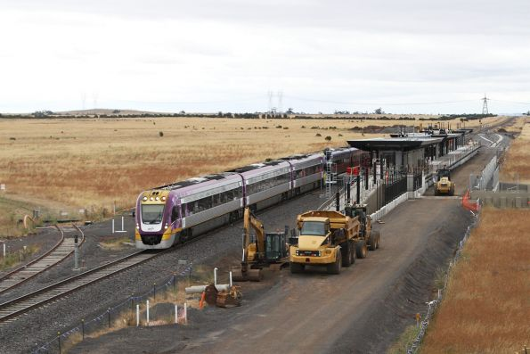 VLocity VL52 leads a classmate past the new Caroline Springs station