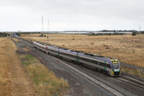 VLocity VL52 and VL24 head onto the double track at Caroline Springs