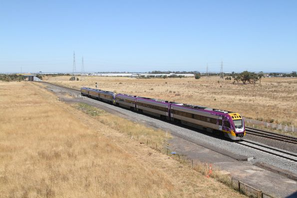 VLocity VL32 and VL60 use the recently commissioned up platform track at Caroline Springs
