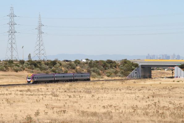 Solo VLocity train approaches Caroline Springs station on the down
