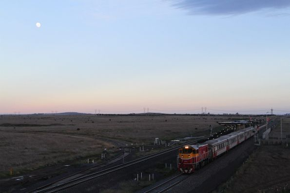 P17 leads P12 out of Caroline Springs on an up push-pull service