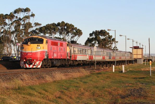 A66 pauses at Rockbank with an up Bacchus Marsh service